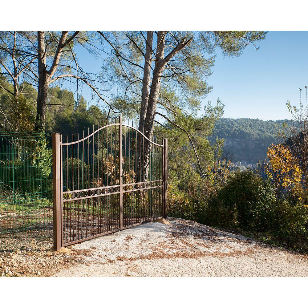 Portail fer ajour portail coulissant portail battant portail sur mesure for Modele de barriere en fer forge