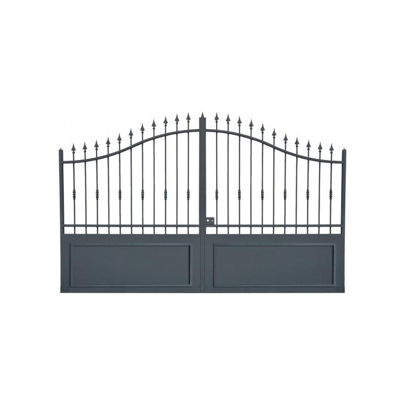 Portail fer forg avec portail coulissant et portail battant portail en fer sur mesure for Portail en fer forge